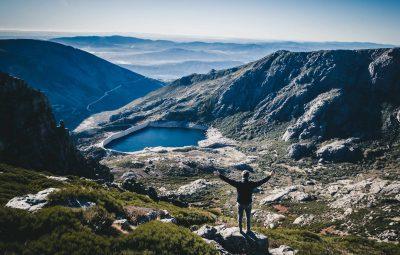 Un paysage de montagne parfait pour la randonnée